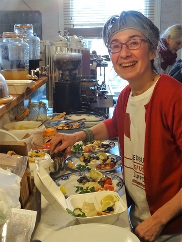 Anne Crane prepares Middle Eastern Breakfasts at the Organic Cafe DSC03504