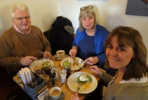 Happy Breakfasters at the Malt House DSC03509