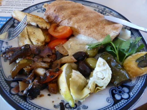 Syrian refugee breakfast 001 by Gilly Powell