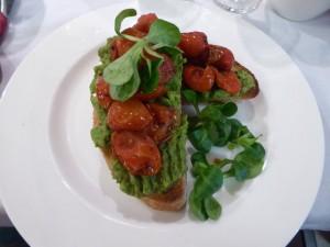 Muse cafe Australian 'Avo Smash' breakfast with roses